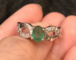 3.7g Green Emerald 925 Sterling Silver Ring US 7.75