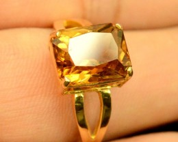 18 k Beautifull Topaz Gold Ring ~  1200 usd