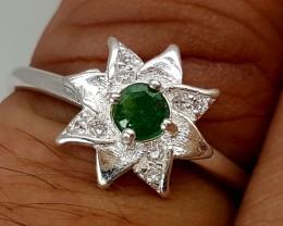 7.95Crt 925 silver ring 3mm emerald and zircon Best Grade Gemstones JI19