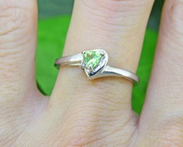 N/R Natural Peridot 925 Sterling Silver Ring Size 6 (SSR0433)