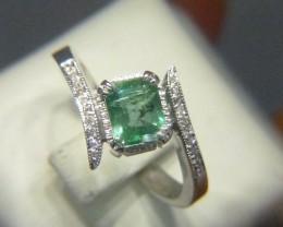 Beautiful Colombian Emerald Ring Set With Diamonds