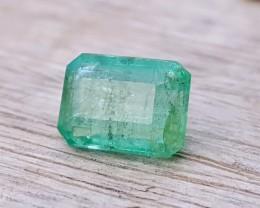 2.55 Ct Natural Light Green Transparent Emerald Gem