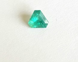 Emerald Trillion - VS - 0.75 CTS -  Intense green - Oiled - Brazil