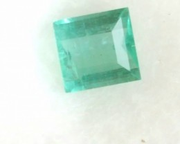 Emerald - VVS - 0.45 CTS - Square cut - Green bluish - Oiled - Brazil