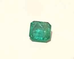 Emerald - 0.70 CTS - Square Fancy cut - Green vivid- Oiled - Brazil