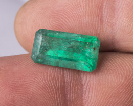 7.25 CTS -Emerald cut - Intense green - Oiled - Brazil