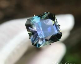 Tanzanite in an original design - 9.75 carats