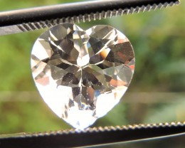 4.25ct TOPAZ HEART FACETED GEMSTONE FROM BRAZIL