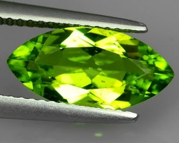 2.95 Cts.Magnificient Top Sparkling Intense Green Peridot