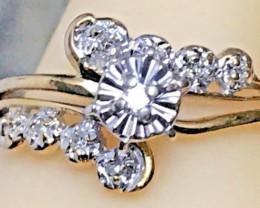 Gourgous Unique Natural Diamond Ring!