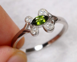 9.52cts Green Peridot 925 Sterling Silver Ring US 7.5