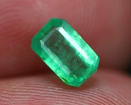 Emerald 0.97Ct Natural Vivid Green Zambian Emerald B1402
