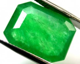 Quartz Emerald Green colour   6.80  carats   QU 223