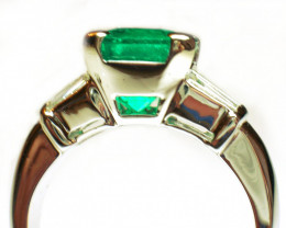 Gr 7.0  18 k White Gold with Diamonds and Colombian Emerald    FB30