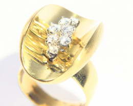 Gr  11.90 18 k Yellow Gold with Diamonds .    FB53