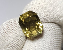 UNHEATED CERTIFIED 4.35 CTS NATURAL BEAUTIFUL YELLOWISH GREEN SAPPHIRE CEYL