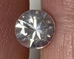 A brilliant cut White Zircon gem - 7.00mm No Reserve