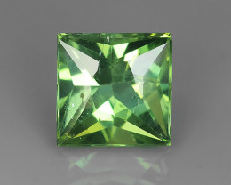 2.55 CTS FINE QUALITY _ LUSTROUS - NATURAL GREEN APATITE - SQARE _NR!!