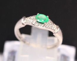 Emerald 1.64g Natural Neon Green Emerald 925 Sterling Silver Ring B0702