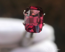 Flawless Red Spinel - 3.56 carats