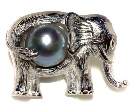 Fantastic Silver Grey Pearl Elephant Pendant 14kt Gold