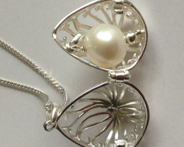 Freshwater Pearl Locket 5.00cts.