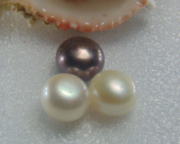 Flawless PIECES  white &black water pearls  17.55cts