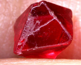 1 CTS  SPINEL OCTRAHEDRAL CRYSTALS  BURMA    RG-3654