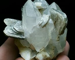 Beautiful Quartz with Lovely Mica 440 Cts - Pakistan