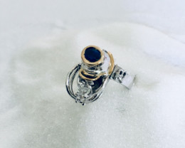 Ring in white and yellow gold 18 kt with moving Triangel and Sapphire