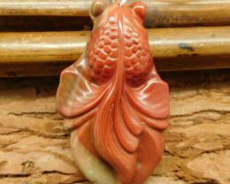 Mookaite jasper carved goldfish pendant (G0504)