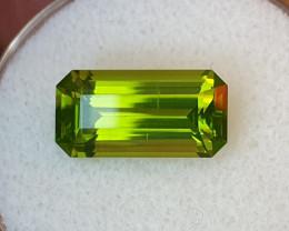 3,70ct Peridot - Glowing stone!
