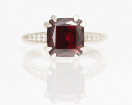 14 kt Solid Gold  Ring  4.56 ct Garnet Pyrope Africa