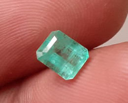 NR AMAZING TOP LUSTER NATURAL EMERALD