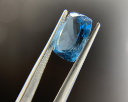 5.24 ct Blue Topaz Gemstone Rectangular Cut - IGI Certified