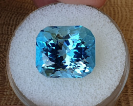 25,25ct Swiss blue Topaz - Master cut!