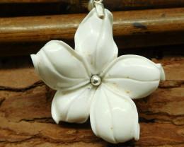 Natural gemstone howlite flower pendant (B1358)