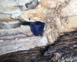 Rich deep blue sapphire - 0.92 carats