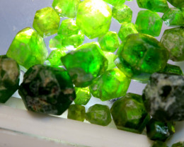 11.36-CTS DEMANTOID GARNET ROUGH  RG-4237