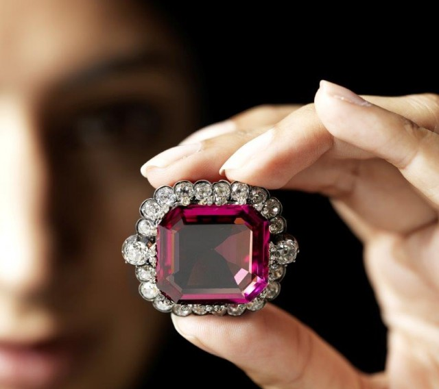 The hope spinel sets a new world record