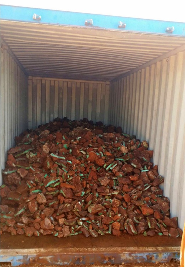 rough chrysoprase on its way to asia