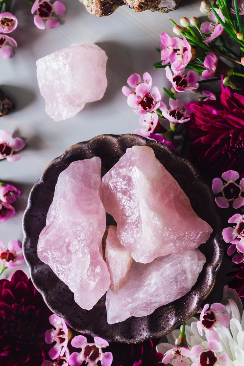 Raw rose quartz crystals