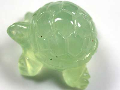 HANDCARVED LUCKY TURTLE PREHNITE  8.8 CARATS RO 1381