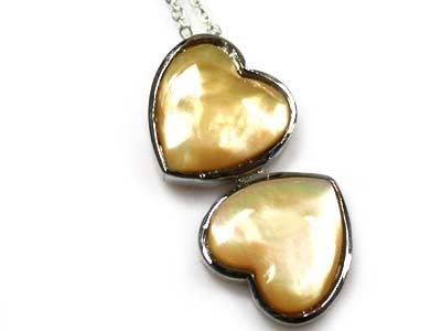 NATURAL MOTHER OF PEARL HEART PENDANT RL50