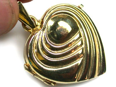 7.2 GRAMS 18K   GOLD   LOCKET 7.2   GRAMS  L617