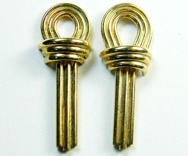 1.9 GRAMS  18K   GOLD   EARRING  1.90  GRAMS  L618