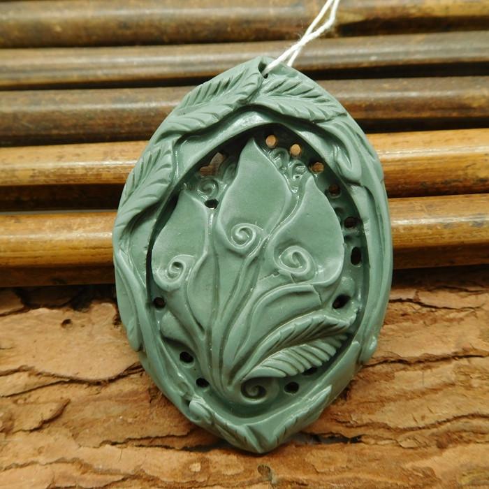 Green stone carved flower pendant (G1057)