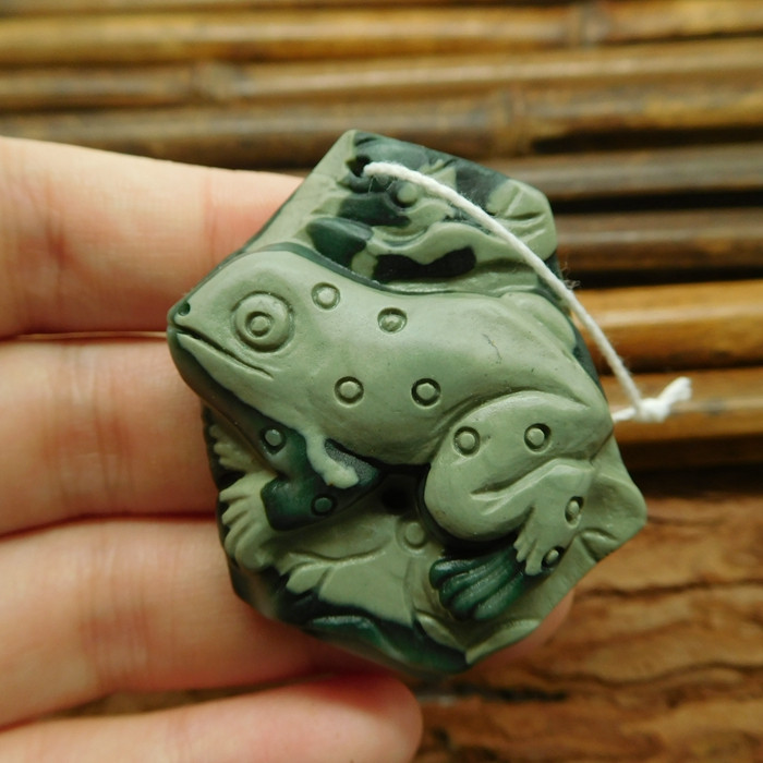 Agate carved frog pendant jewelry (G1060)