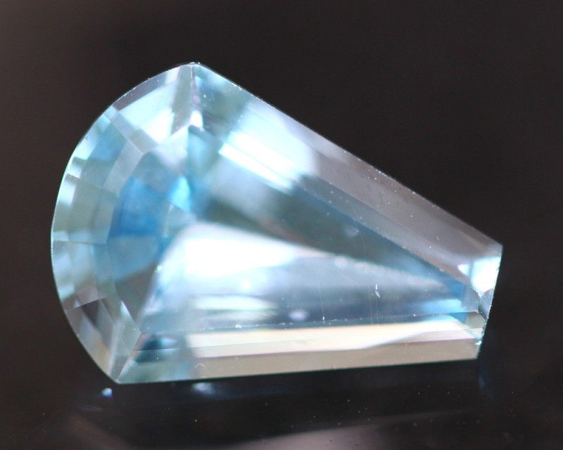 Swiss Topaz 3.92Ct Natural Swiss Blue Topaz D1204