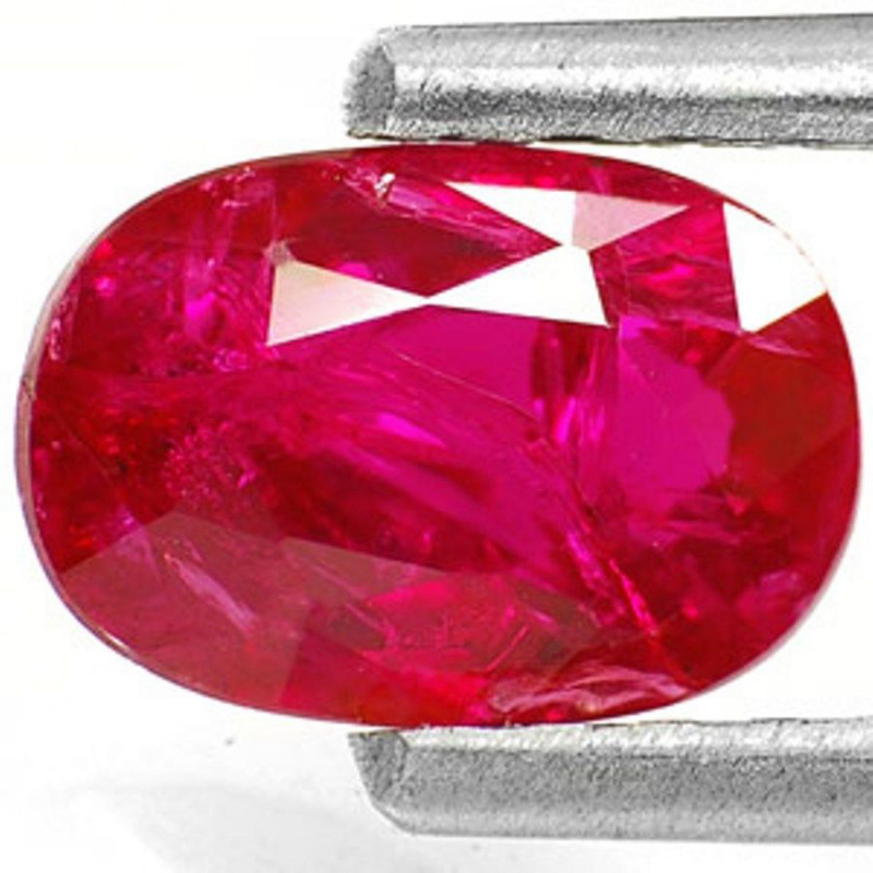 IGI Certified Mozambique Ruby, 0.91 Carats, Deep Purplish Red Oval